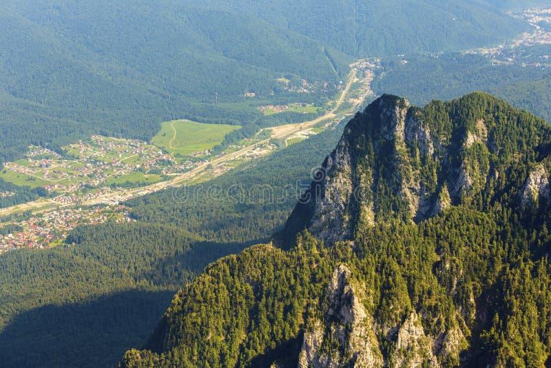 De hogere mening van de bergvallei stock afbeeldingen