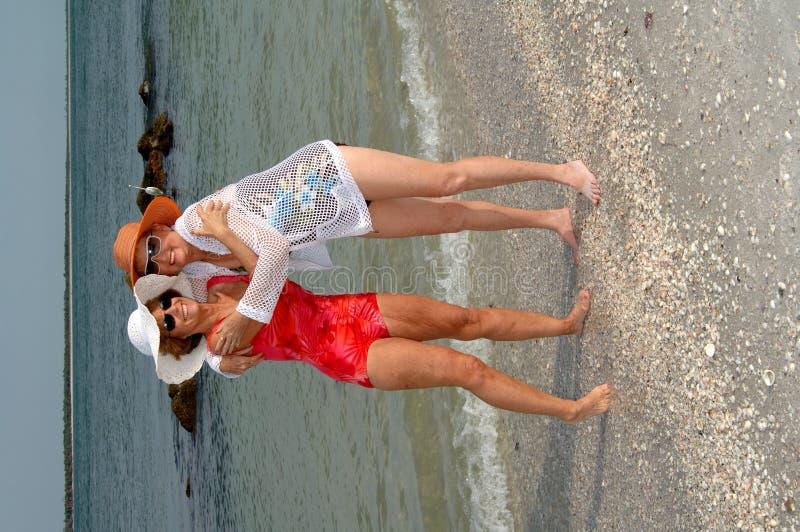 De hogere vakantie van het vriendenstrand stock foto