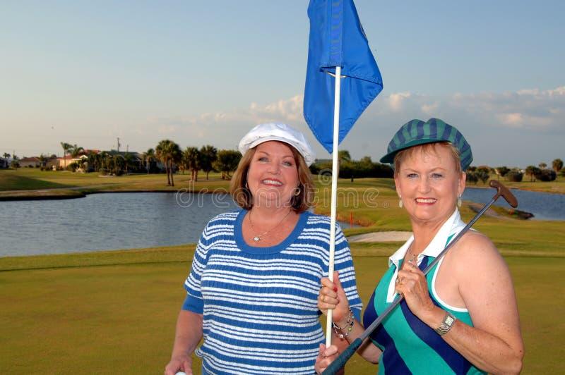 De Hogere vrouwen van Golfing stock afbeelding