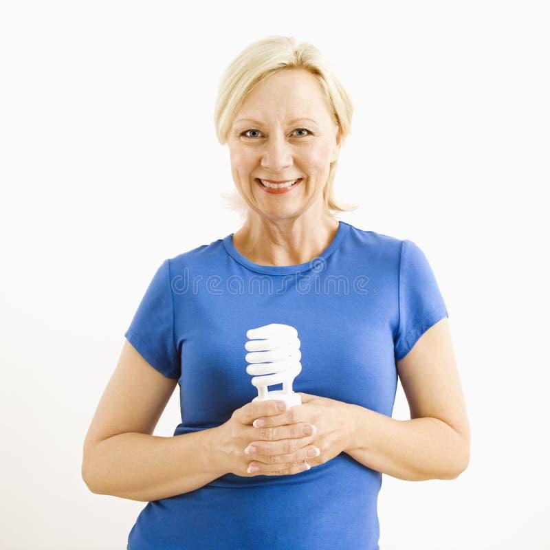De holding van de vrouw lightbulb. royalty-vrije stock fotografie