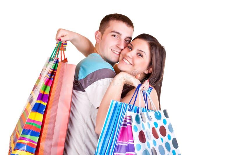 De holding van het paar het winkelen zakken stock foto