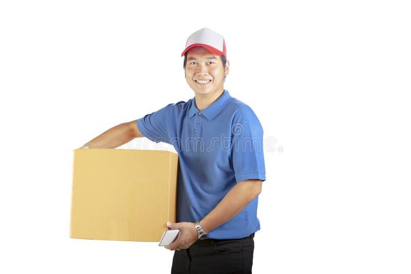De holding van de leveringsmens cardbox toothy het glimlachen gezicht met beroep royalty-vrije stock afbeelding