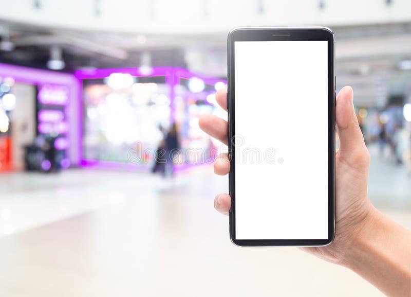 De holding van de vrouwenhand en wat betreft zwarte smartphone met het lege malplaatje van het het schermmodel voor uw ontwerp op royalty-vrije stock foto's