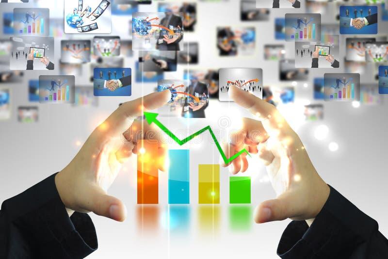 De holdings van de bedrijfs zakenman grafiek royalty-vrije stock foto's