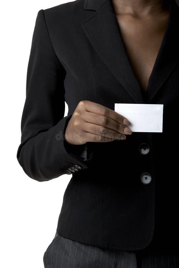 De holdingsadreskaartje van de vrouw stock fotografie