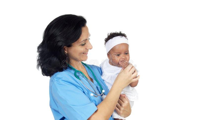 De holdingsbaby van de verpleegster royalty-vrije stock foto's