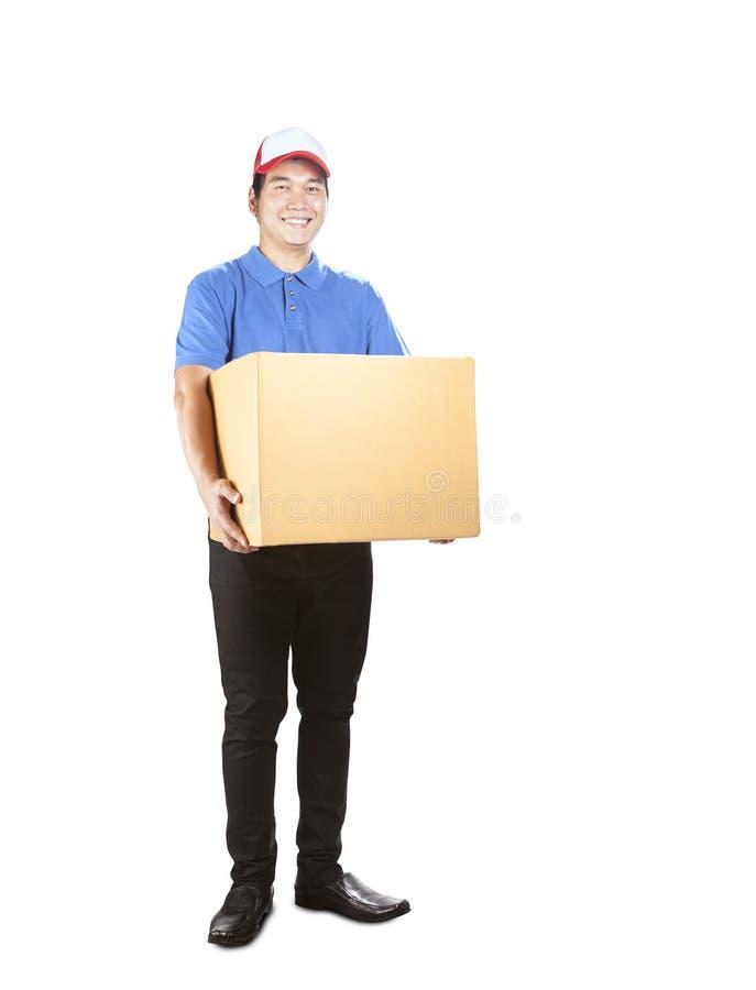 De holdingsdocument van de leveringsmens containervakje die zich met het glimlachen F bevinden royalty-vrije stock foto