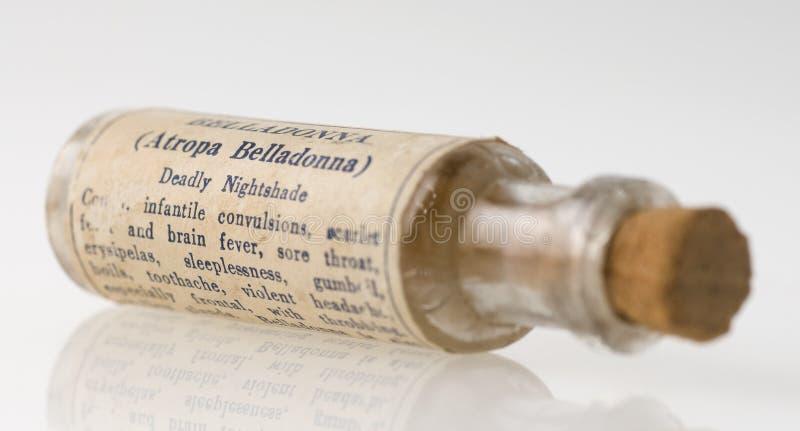 De homeopathische fles van de wolfskersgeneeskunde royalty-vrije stock afbeelding