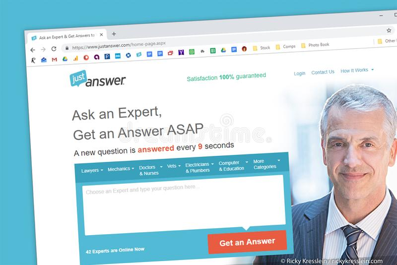 De homepage van de JustAnswerwebsite Vraag en Deskundige voor hulp in technologie, computers, wet, schattingen royalty-vrije stock foto