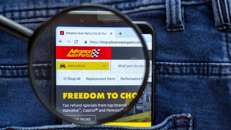 De homepage van de vooruitgangswebsite Vooruitgangsembleem zichtbaar op de smartphonevertoning stock foto's