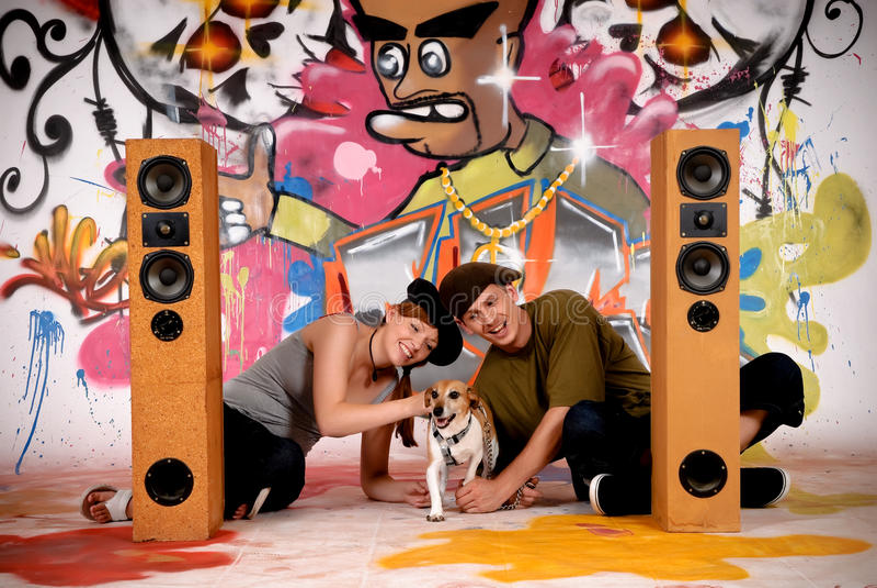 De hond stedelijke graffiti van tieners stock afbeelding