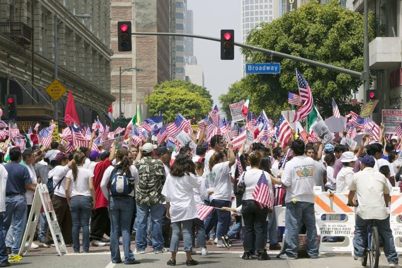 De honderdduizenden immigranten nemen aan maart deel voor Immigranten en Mexicanen die tegen Illegale immigratiehervorming protes royalty-vrije stock foto's