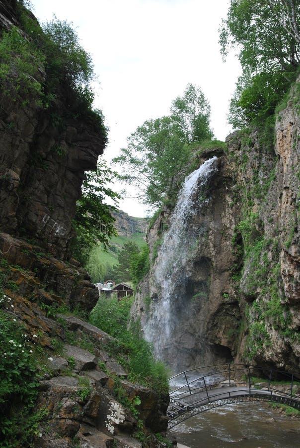` De Honey Waterfalls de `, cascade dans les montagnes, Karachay-Cherkessia, Russie photos libres de droits