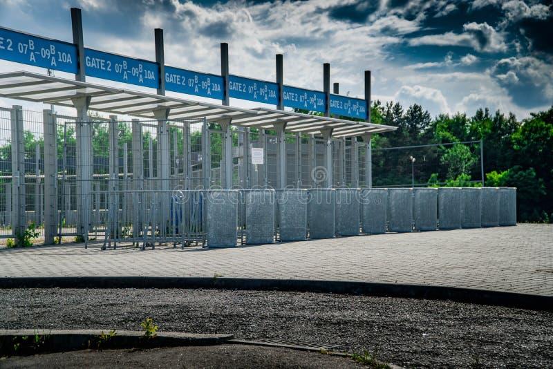 De hoofdingang van de Stadionarena, ingang, voetbal, poort, voetbal, stadion, bespreekbureau, deur, gaat, ingang, entryway, veili royalty-vrije stock afbeelding