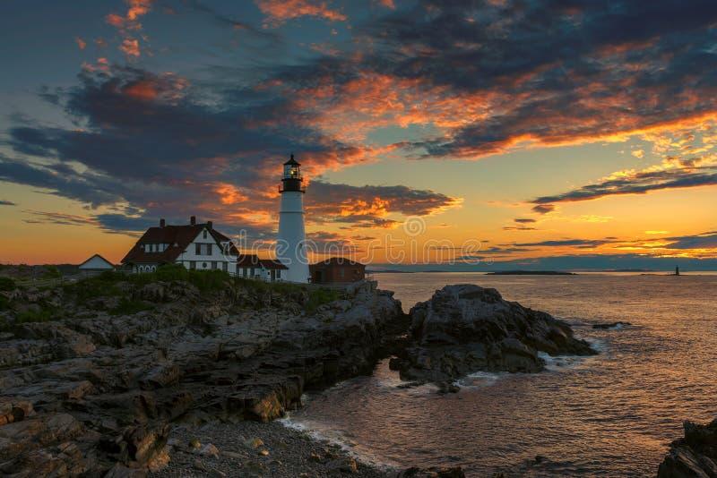 De Hoofdvuurtoren van Portland bij zonsopgang in Kaap Elizabeth, Maine, de V.S. royalty-vrije stock foto