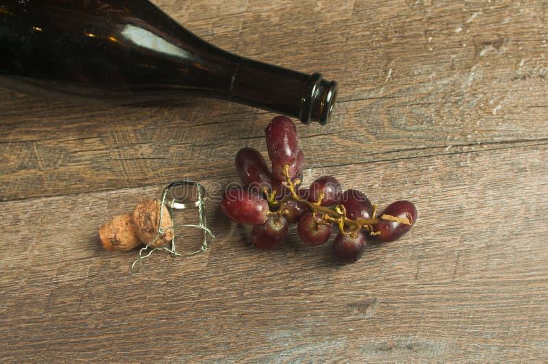 De hoogste mening, sluit omhoog van een open fles van wijnoogst, het Frans, open vlakte royalty-vrije stock afbeeldingen