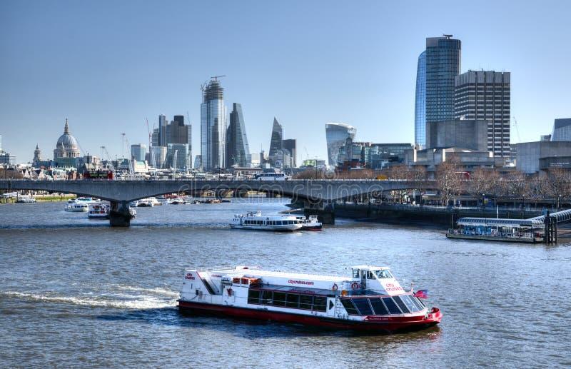 De horizon en de rivier Theems, het UK van Londen stock foto