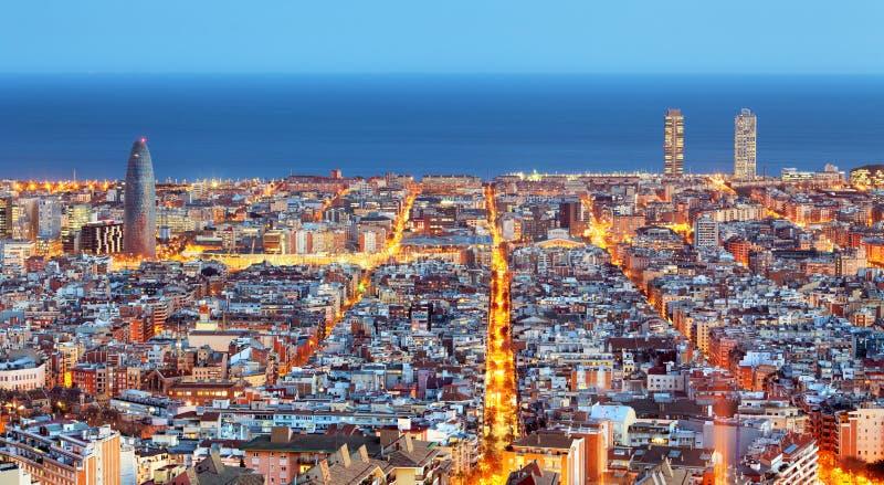 De horizon van Barcelona, Luchtmening bij nacht, Spanje royalty-vrije stock afbeeldingen