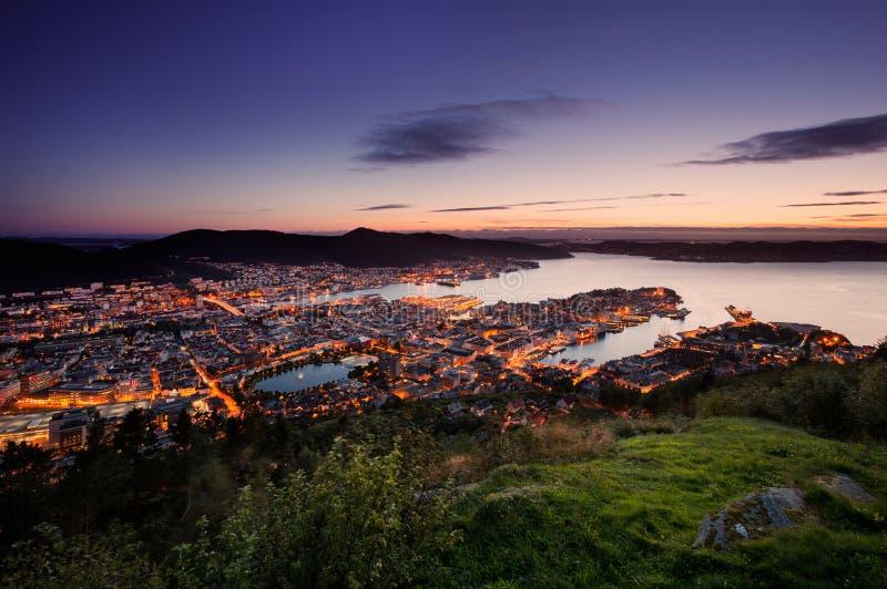 De horizon van Bergen van hierboven tijdens zonsondergang stock fotografie