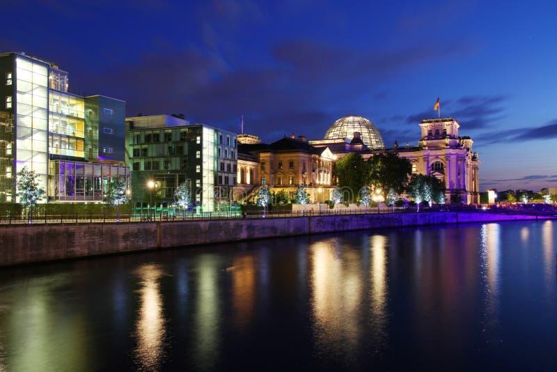 De horizon van Berlijn tijdens zonsondergang stock foto's