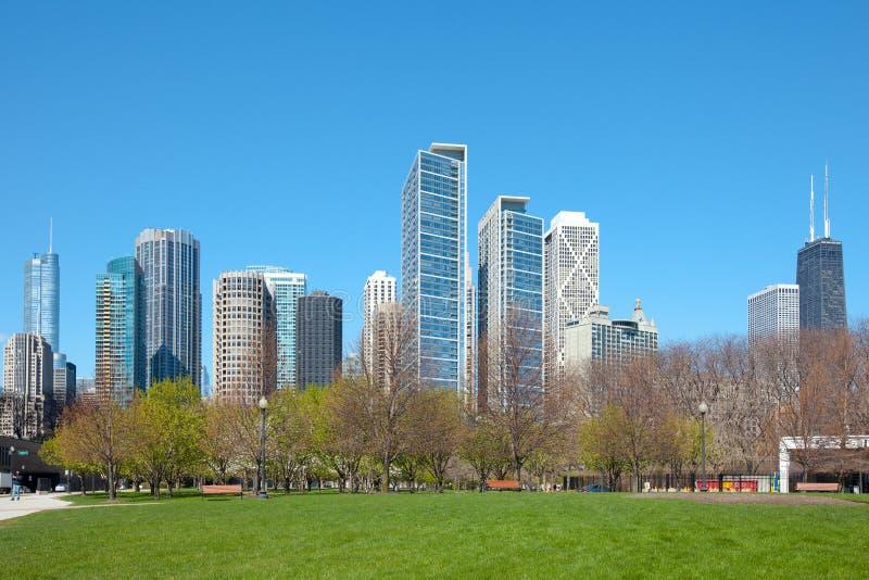 De horizon van de binnenstad, meerkust en Jane Addams Memorial Park in Chicago royalty-vrije stock foto
