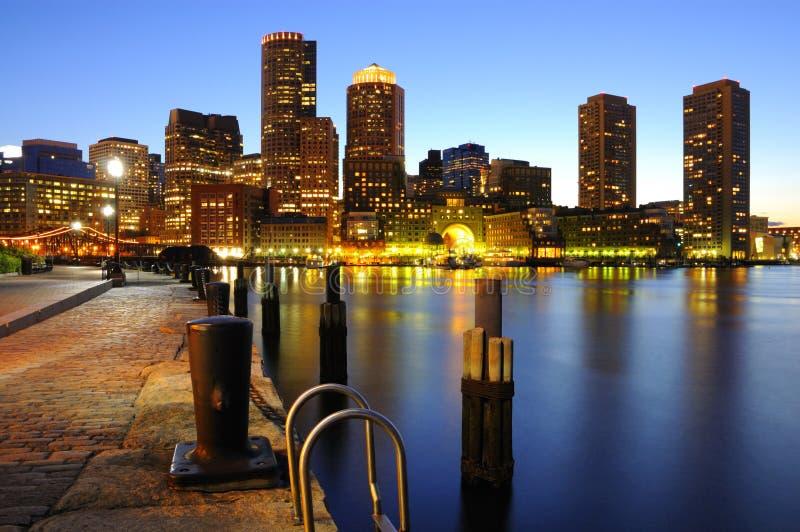 De horizon van Boston bij schemer stock foto