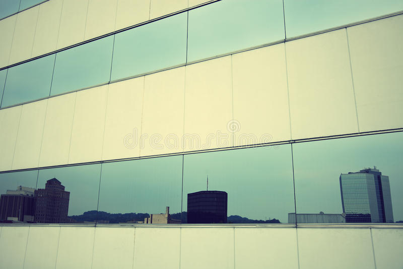 De horizon van Charleston dacht in de wolkenkrabber na stock foto