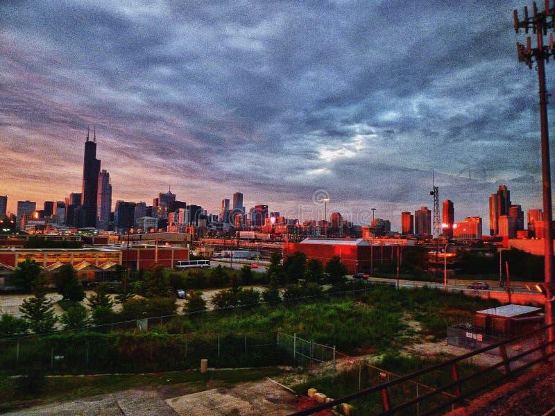 De Horizon van Chicago bij zonsondergang stock fotografie