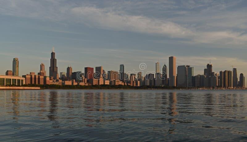 De Horizon van Chicago Lakeshore met inbegrip van schroeit Toren en Meer Michigan stock foto's