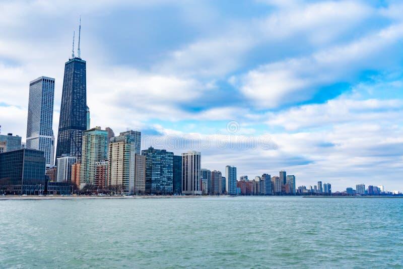De Horizon van Chicago met Meer Michigan stock foto's