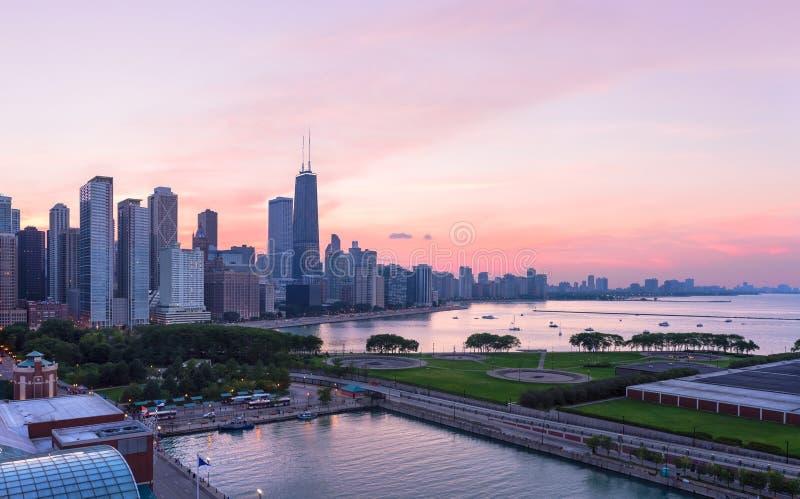 De horizon van Chicago tijdens zonsondergang royalty-vrije stock fotografie