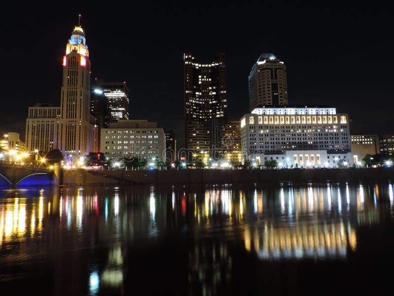 De horizon van Columbus bij nacht stock afbeelding