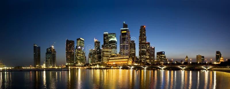 De Horizon van de Avond van de Stad van Singapore stock afbeelding