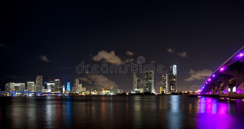 De horizon van de de stadsnacht van Miami royalty-vrije stock afbeelding