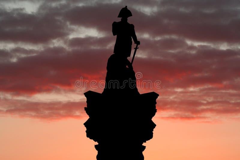 De horizon van de Kolom van Nelson bij zonsondergang