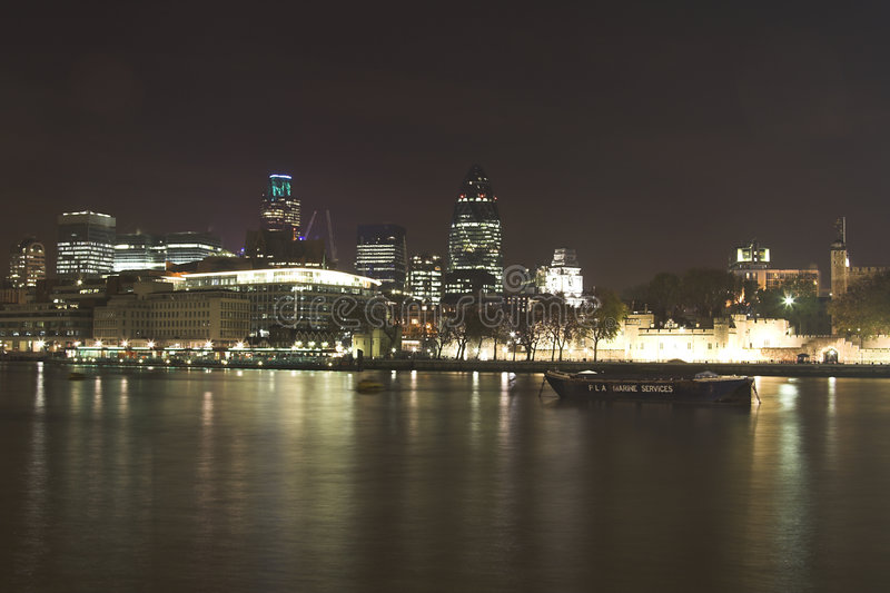 De horizon van de nacht van Londen stock afbeeldingen
