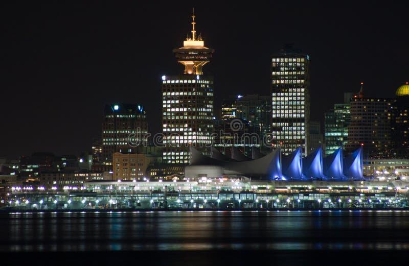 De horizon van de nacht van Vancouver van de binnenstad stock foto's