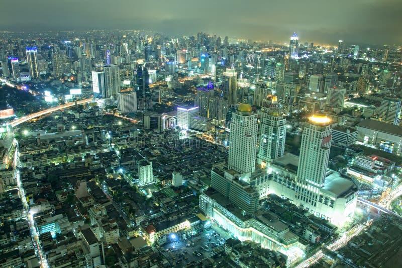De horizon van de stad bij nacht Bangkok Thailand. royalty-vrije stock afbeelding