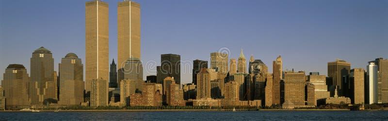 De horizon van de Stad van New York met De Torens van de Wereldhandel stock foto's