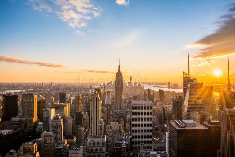 De horizon van de Stadsmanhattan van New York bij zonsondergang, mening vanaf Bovenkant van de Rots, Rockfeller-Centrum, Verenigd royalty-vrije stock afbeelding