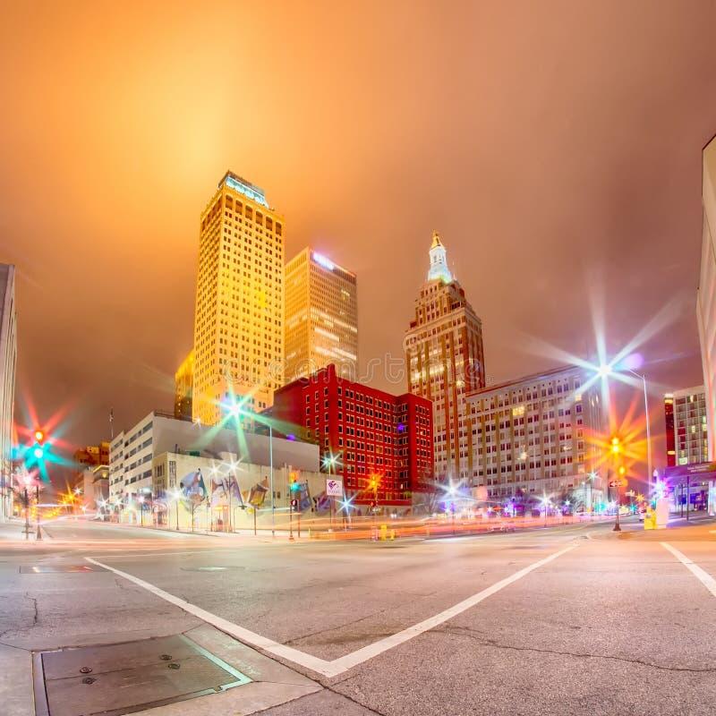 De horizon van de Tulsastad rond de straten van de binnenstad royalty-vrije stock foto's