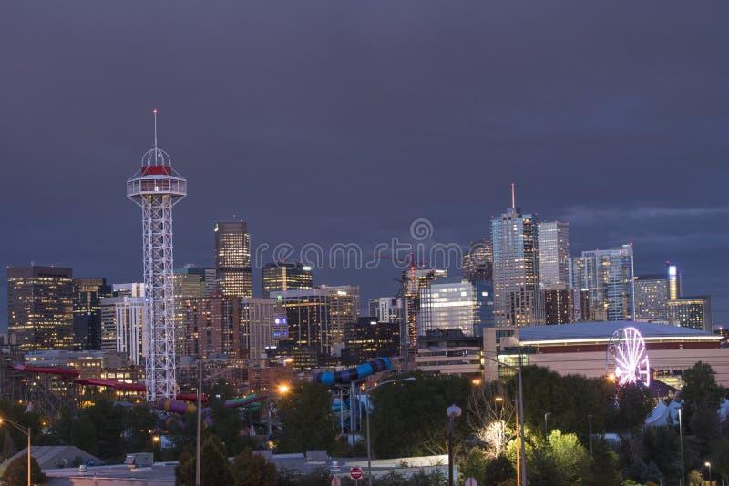 De horizon van Denver, Colorado de V.S. bij schemering royalty-vrije stock fotografie
