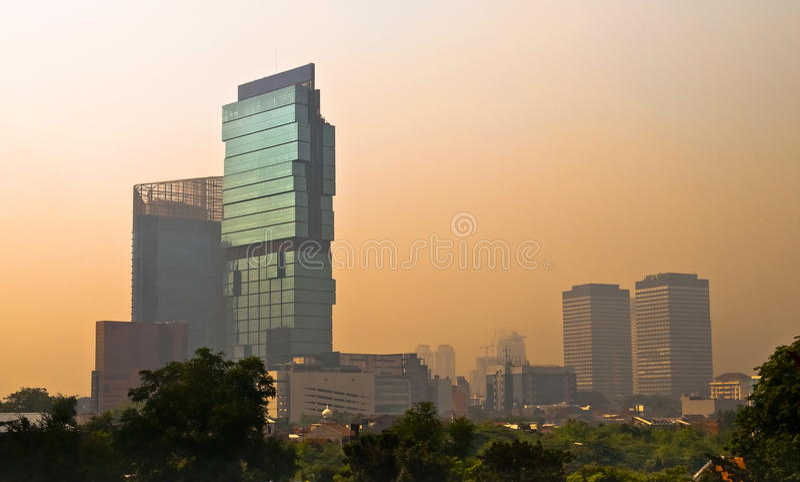 De Horizon van Djakarta bij schemer royalty-vrije stock afbeelding