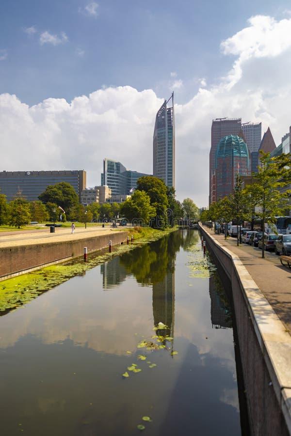 De Horizon van het stadscentrum van Den Haag in Nederland royalty-vrije stock foto's