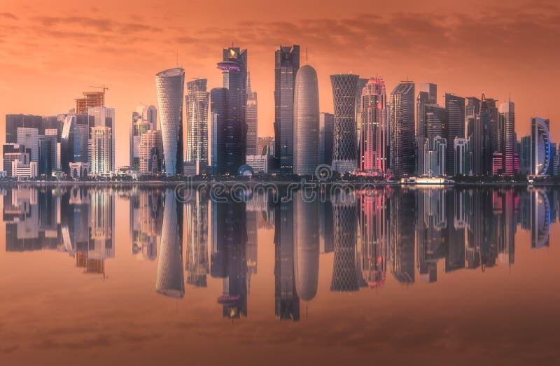 De horizon van het Westenbaai en Doha-Stadscentrum, Qatar stock foto