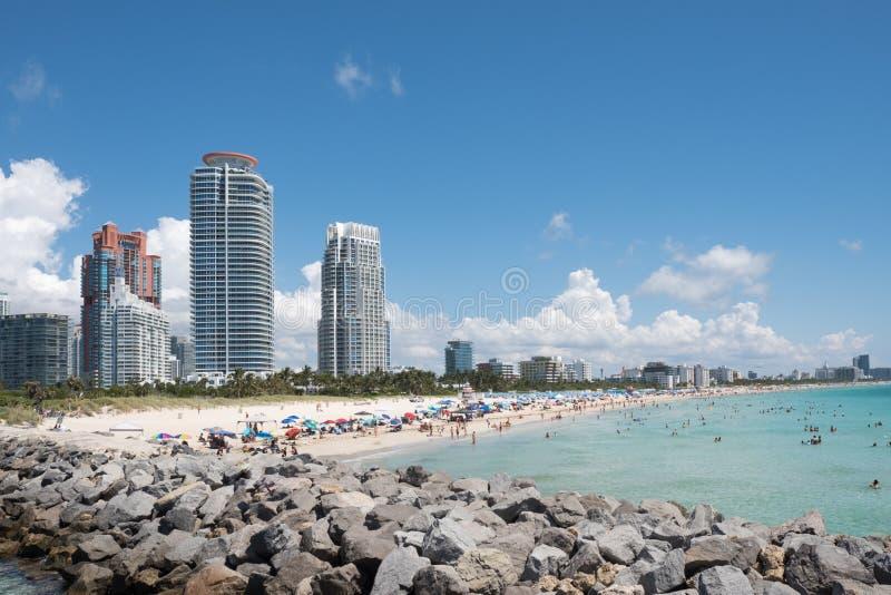 De horizon van het zuidenstrand, schot van Zuiden Pointe, het Strand van Miami, Florida, de V.S. royalty-vrije stock afbeeldingen