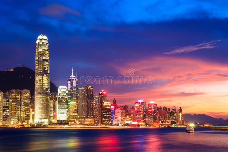 De horizon van Hongkong bij nacht stock fotografie