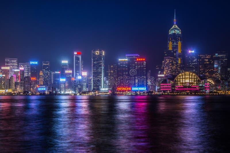 De horizon van Hongkong bij nacht royalty-vrije stock foto