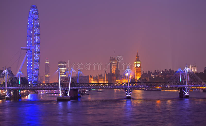 De horizon van Londen bij schemer, Engeland royalty-vrije stock foto's