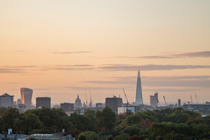 De Horizon van Londen van Sleutelbloemheuvel wordt gezien die stock afbeelding